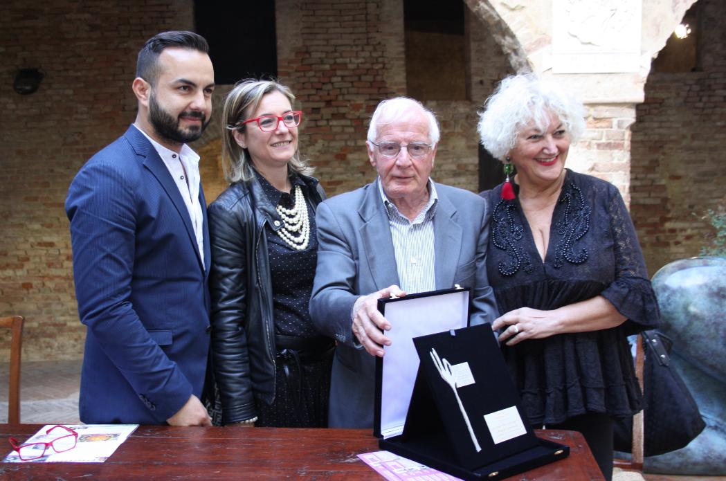 Il Premio Boccaccesca a Mario Cardinali